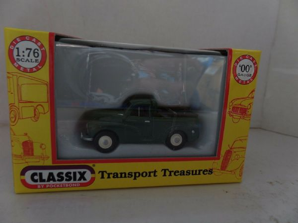 Classix EM76633 1/76 OO Scale Morris Minor 1000 Pick Up Green with Black Cover